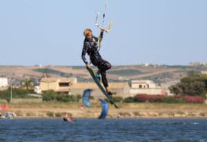 kitesurfing-sicily-jump-lo-stagnone-lesson-rental-flow-kite-school