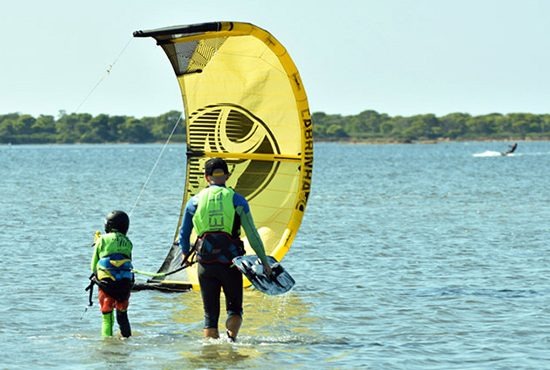 kitesurfen-Lo-Stagnone-Schule-PRIVATER-FORTGESCHRITTENEN-KURS-Lagune-Kitelagune-Marsala-cabrinha-Kiteboarding-Flow-Kiteschule-Siczilien-Kitecenter