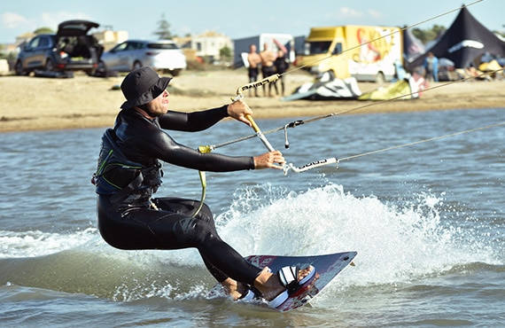 Kitesurf-en-Sicile-Cours-camp-Location-Flow-Kite-School