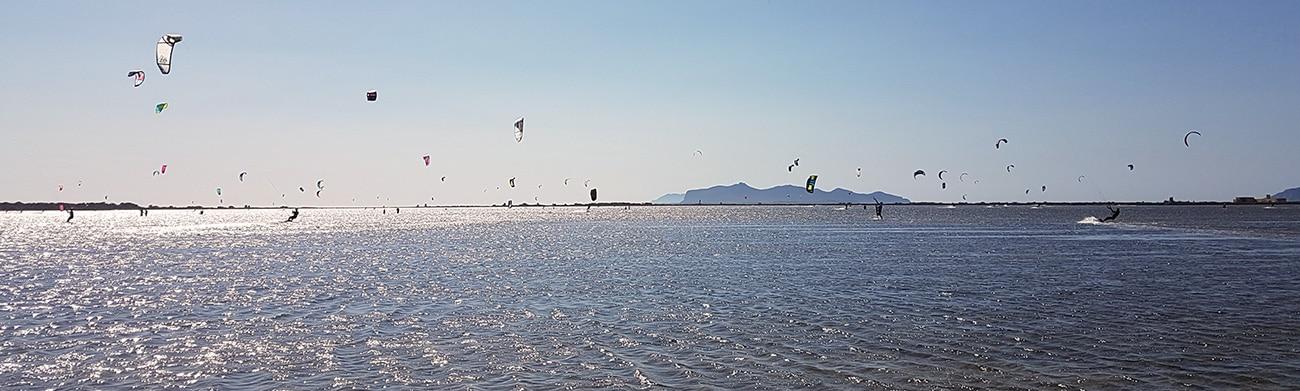 Kitesurf-en-Lo-Stagnone-Sicile-Cours-RAFRAICHISSEMENT-Location-Flow-Kite- École