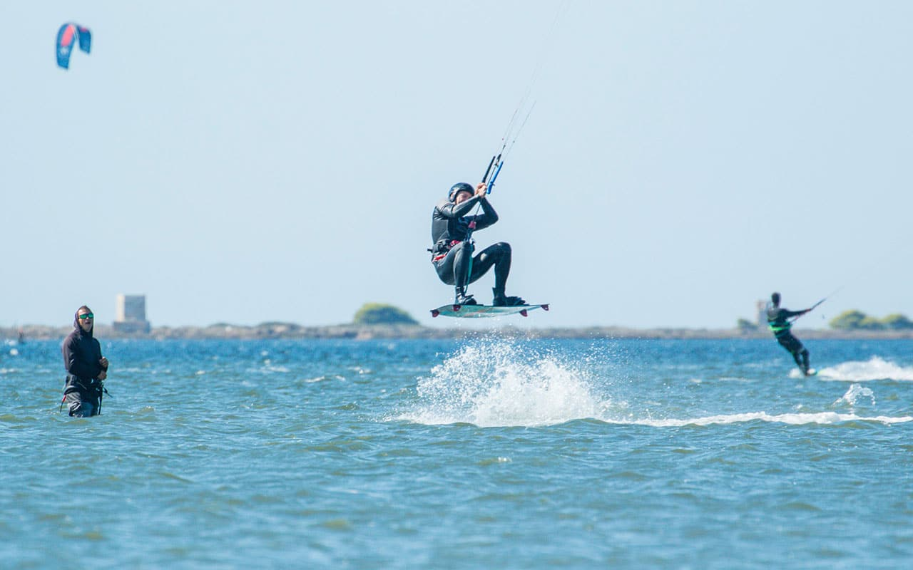 how-to-jump-kiteboarding-freestyle-lessons-advance-basic-jump-freestyle-kitesurf-lesson-duotone-cabrinha-Lo-Stagnone-Marsala-Flow-Kite-School-Sicily