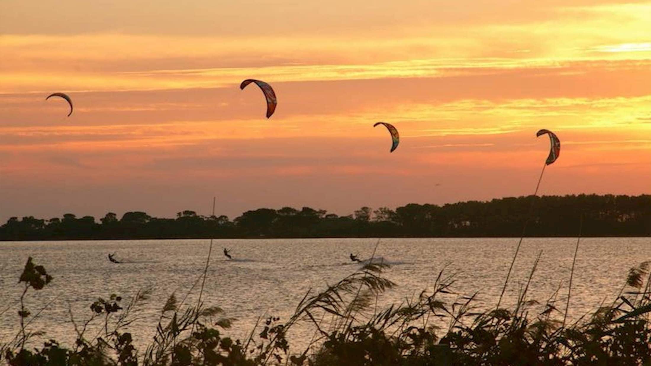 Lo-Stagnone-Lagoon-marsala-kitesurf-Sicily-Best-Spot-Kitesurfing-Sicilia-Flow-Kite-School-Cabrinha-duotone-kiteboarding-sup-stand-up-paddle-board-sea-sunset-session
