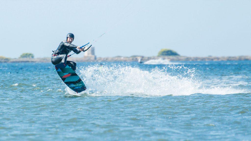 Lo-Stagnone-Lagoon-marsala-kitesurf-Sicily-Best-Spot-Kitesurfing-Sicilia-Flow-Kite-School-Cabrinha-duotone-sup-stand-up-paddle-board-kiteboarding-basic-jump