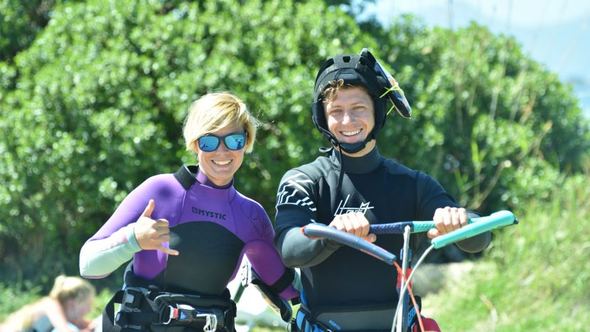 Lo-Stagnone-Lagune-marsala-kitesurf-Sicile-Best-Spot-Kitesurfing-Sicilia-lessons-radio-helmet-mystic-Flow-Kite-School-Cabrinha-duotone-sup-stand-up-paddle-board-kiteboarding-basic-jump