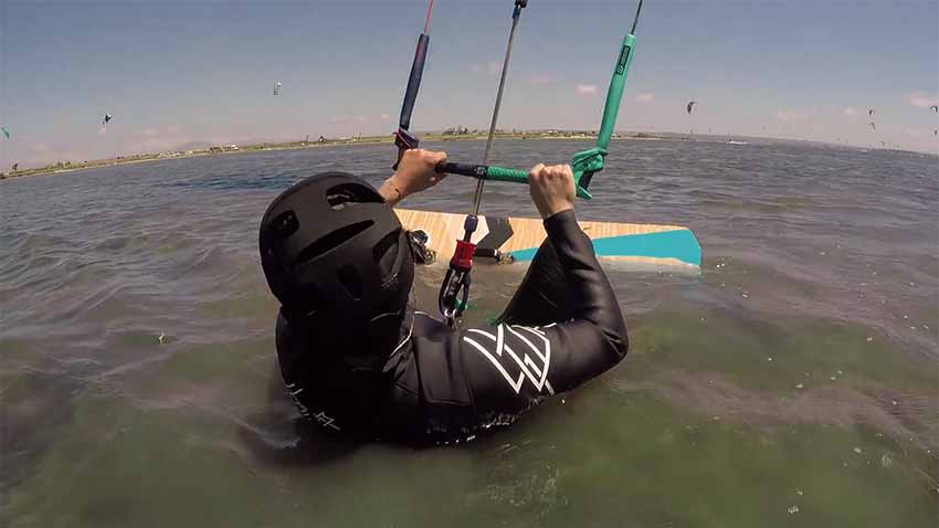 Beginner course waterstart kitesurfing lesson at the lagoon of Lo Stagnone Sicily with Flow kite school.
